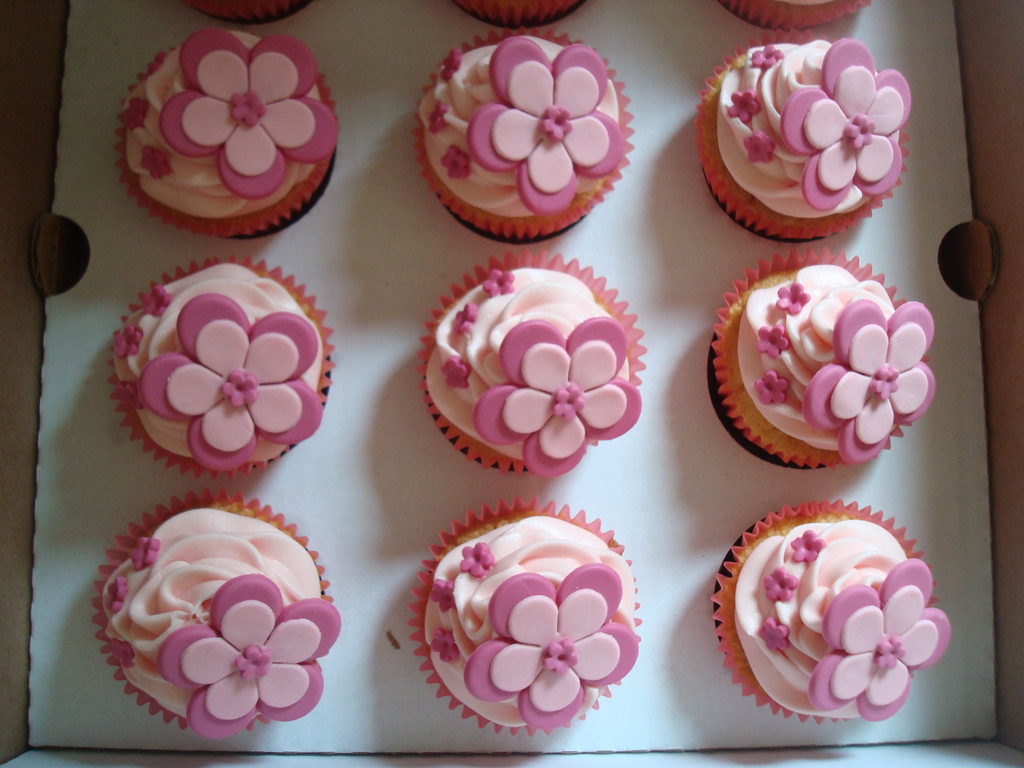 cute-girly-pink-flower-cupcakes-by-angelina-cupcake-via-flickr-copyright-creative-commons-attribution-noncommercial-noderivs-2-0-generic-cc-by-nc-nd-2-0