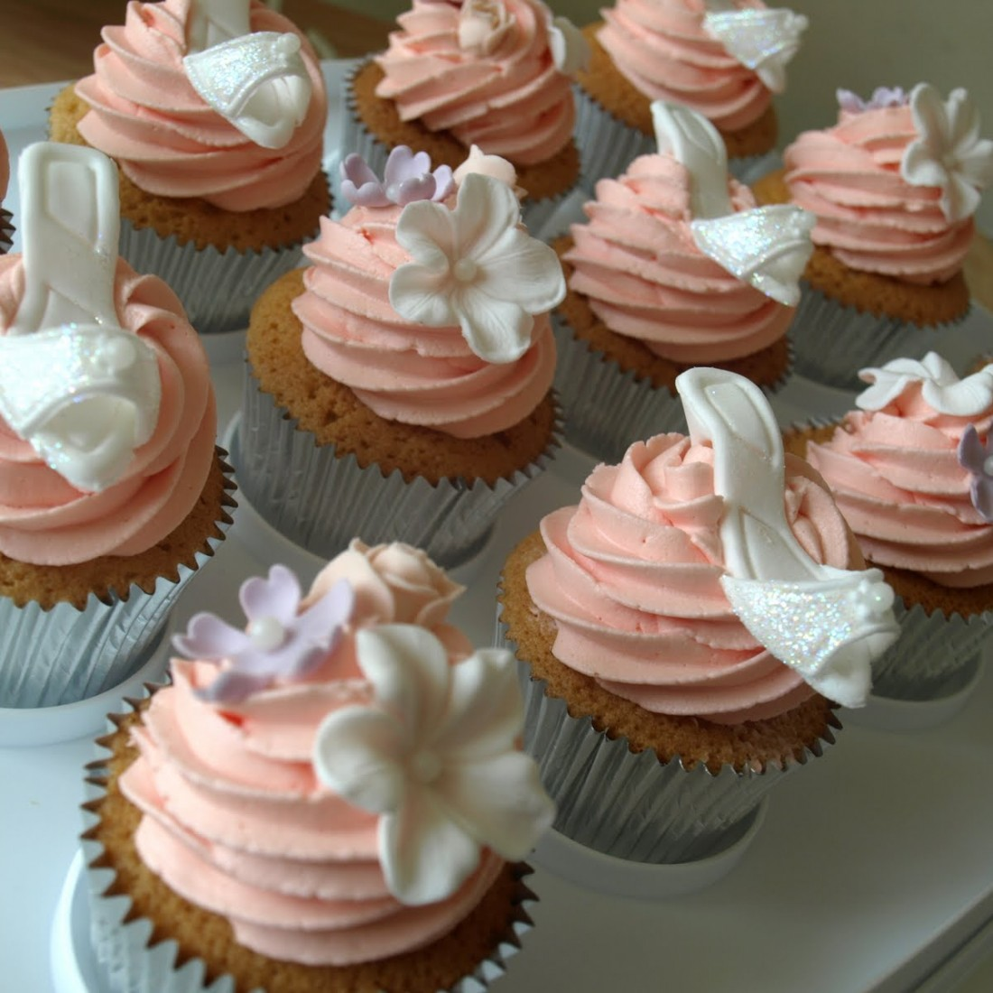 high-heel-shoes-white-cupcake-recipe-by-cupcakepedia-1100x1100
